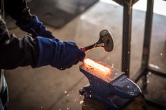 Hamerend staal Royalty-vrije Stock Foto's