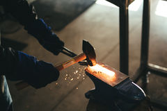 Hamerend staal Stock Foto