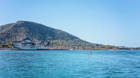 HAMILTON Ö, PINGSTDAGÖAR - AUGUSTI 24 2018: Hamilton Island Yacht Club som planläggs av Walter Barda, är som påminner om av royaltyfria bilder