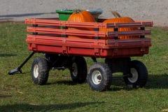 Hamilton KANADA - Oktober 14, 2018: spårvagnvagn med pumpor royaltyfria bilder