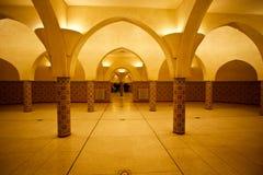 Hammam土耳其浴被点燃的内部  免版税库存图片