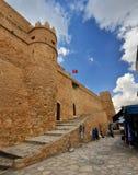 HAMMAMET,突尼斯- 2014年10月:古老麦地那墙壁10月的 免版税库存图片