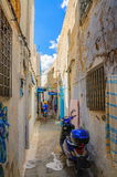 HAMMAMET,突尼斯- 2014年10月:麦地那狭窄的街道2014年10月6日的 免版税图库摄影