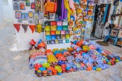 HAMMAMET,突尼斯- 2014年10月:麦地那石古老墙壁有义卖市场的2014年10月6日 库存图片