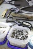 Hammare och material Arkivfoto