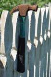 Hammare på staketet fotografering för bildbyråer