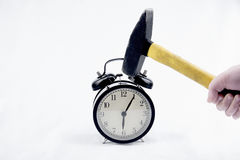 Hammaren kraschar väckarklockan Royaltyfri Fotografi