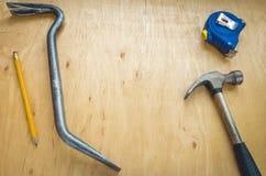 Hammer, Bleistift, Nagelfänger, Maßband Stockfoto