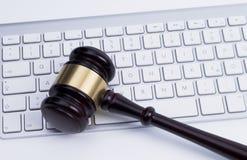 Hammer an der Tastatur Lizenzfreies Stockfoto