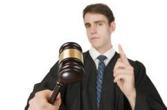Hammer des Richters auf Weiß Stockfotos