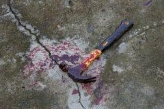 Hammer mit Blut Stockfoto