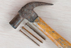 hammer with nail on wood background Royalty Free Stock Photography