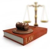 Hammer, Skalen und Gesetzbuch Stockbilder
