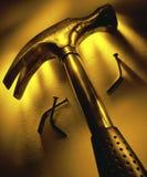 Hammer und Bent Nails Stockfoto