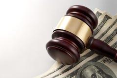 Hammer und Dollar Lizenzfreies Stockfoto