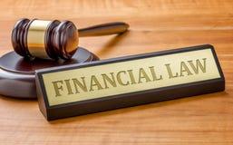 Hammer und ein Namensschild mit dem Stich Finanzgesetz Lizenzfreie Stockfotografie