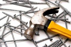 Hammer und Nägel lizenzfreies stockbild