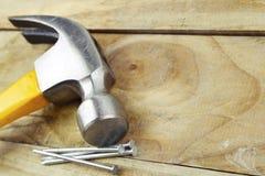 Hammer und Nägel Stockfotografie
