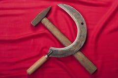 Hammer und Sichel auf Rot Stockfotografie