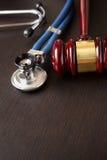 Hammer und Stethoskop Stockbilder