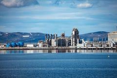 Hammerfest wyspa Muolkkut Północny Norwegia, benzynowy zakład przetwórczy zdjęcia stock