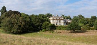 HAMMERWOOD SUSSEX/UK - JULI 23: Sikten av Hammerwood parkerar huset royaltyfria bilder