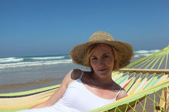 Hammock pelo mar Fotos de Stock Royalty Free