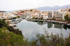 Hamn av de sjöVoulismeni agiosna nicolaos, Kreta, Grekland Royaltyfri Fotografi