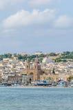 Hamn av Marsaxlokk, ett fiskeläge i Malta. Arkivfoto