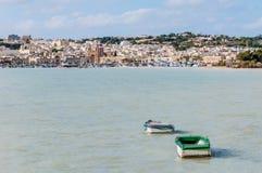 Hamn av Marsaxlokk, ett fiskeläge i Malta royaltyfria foton
