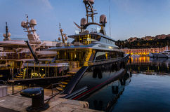 Hamn av Monaco i solnedgångljus Royaltyfri Foto