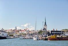 Hamn för havsport och gammal stad i den tallinn staden Arkivfoto