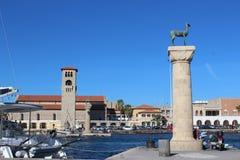Hamn i den gamla staden av Rhodes, Grekland royaltyfria bilder