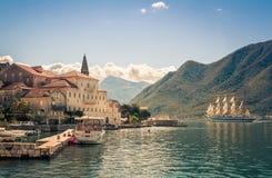 Hamn i Perast på den Boka Kotor fjärden (Boka Kotorska), Montenegro, Europa tona bild Royaltyfri Fotografi