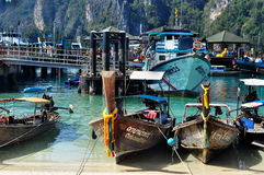 Hamn i Phi Phi Arkivfoton