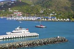 Hamn i Roadtown i Tortola som är karibisk Arkivfoto