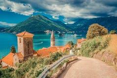 Hamn på den Boka Kotor fjärden Boka Kotorska, Montenegro, Europa arkivfoto
