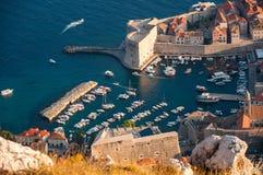 Hamn på Dubrovnik den gamla staden Arkivfoton