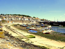 Hamn & stad, Mousehole, Cornwall, UK Royaltyfri Fotografi