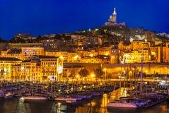 Hamnen av Marseille på natten Arkivfoto