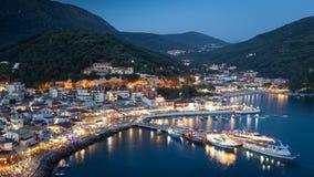 Hamnen av Parga vid natt, Grekland, Ionian öar Arkivbilder