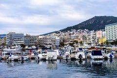 Hamnen i staden Kavala, Grekland royaltyfri fotografi