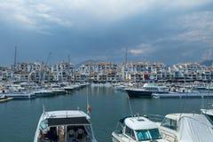 Hamnen, marina och porten av Puerto Banus, Marbella, Spanien royaltyfri fotografi