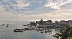 Hamnen och slotten på Tenby, royaltyfri fotografi