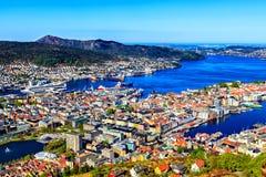 Hamnen parkerar och sjön i Bergen, Norge Royaltyfri Fotografi