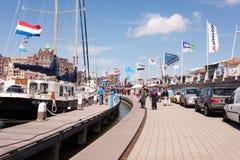 Hamnfestival på en blåsig dag Arkivfoton