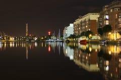 Hamnkvarter på natten - Dublin Royaltyfria Foton