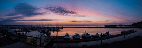 Hamnljusen på den Portland marina royaltyfria foton