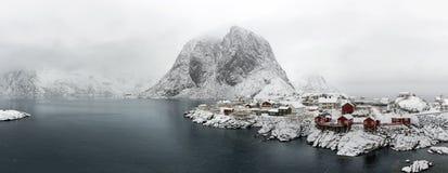 Hamnoy海岛全景在冬天,雷讷, Lofoten海岛, 库存照片