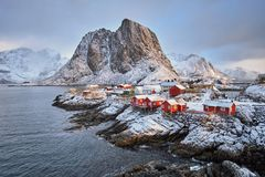 Hamnoy fiskeläge på Lofoten öar, Norge royaltyfri fotografi